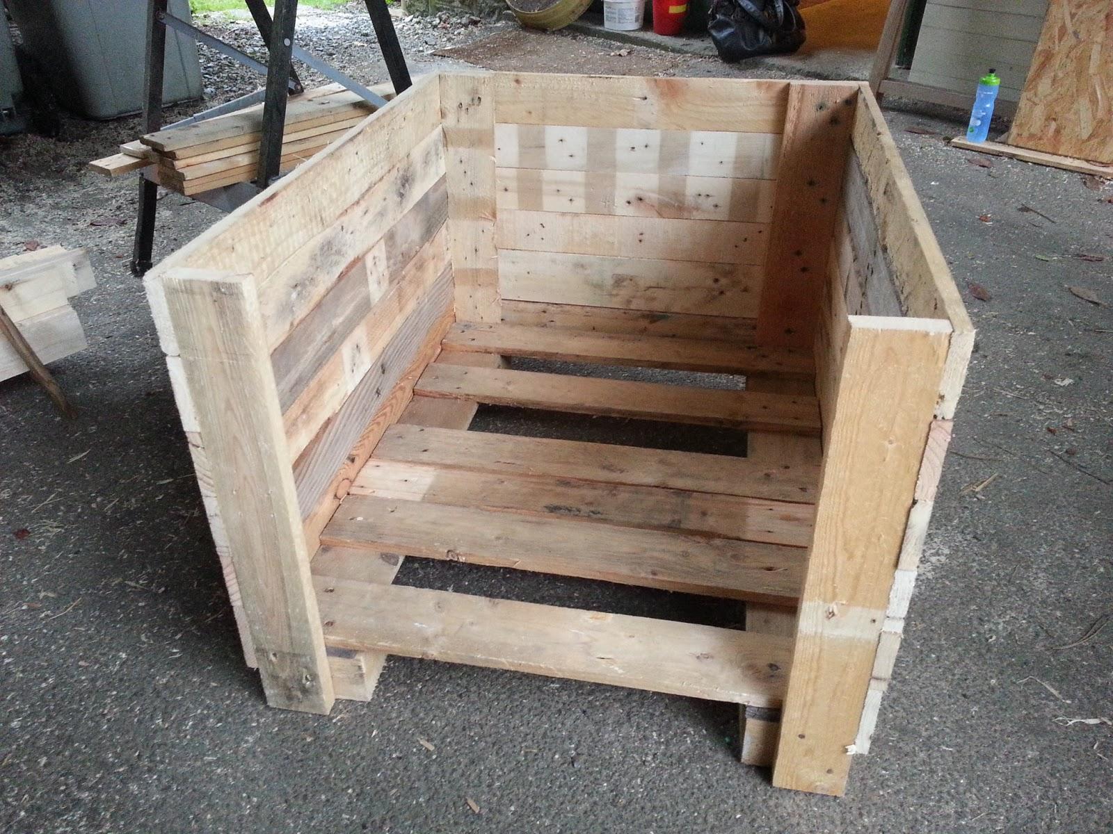 Ludo la bricole niche en bois de palettes - Maison palette ...
